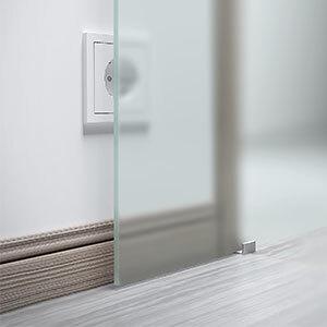 Montage einer Glasschiebetür vor einer Steckdose oder Zarge